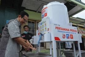 Dukung Pemkot Perangi Covid-19, Pertamina Bagikan Wastafel Portable di Seluruh Pasar Tradisional