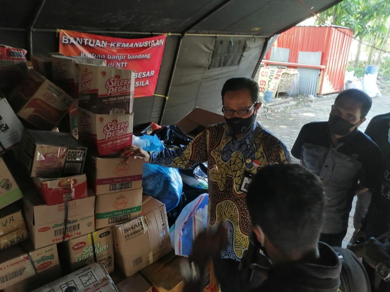 Wakil Walikota Lepas Keberangkatan Bantuan Sembako Untuk NTT