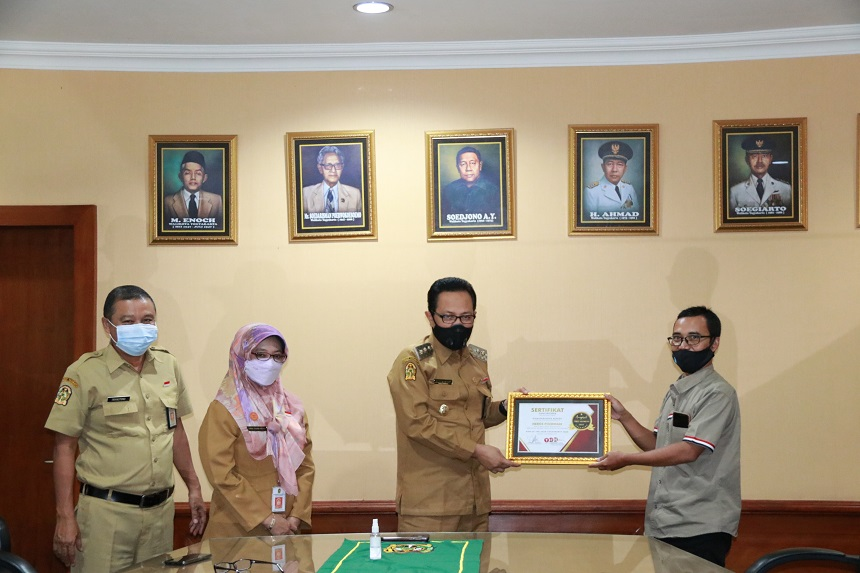 Wawali Terima Penghargaan 'Man of The Year' Yogyakarta 2020