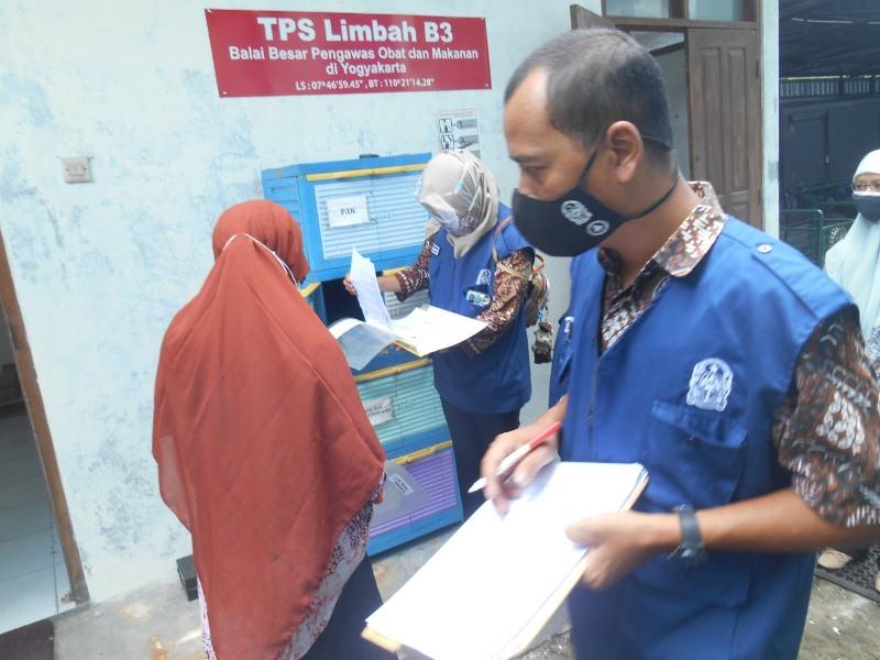 DLH Kota Yogya Rutin Monitoring Limbah Medis Covid-19 di Kota Yogya