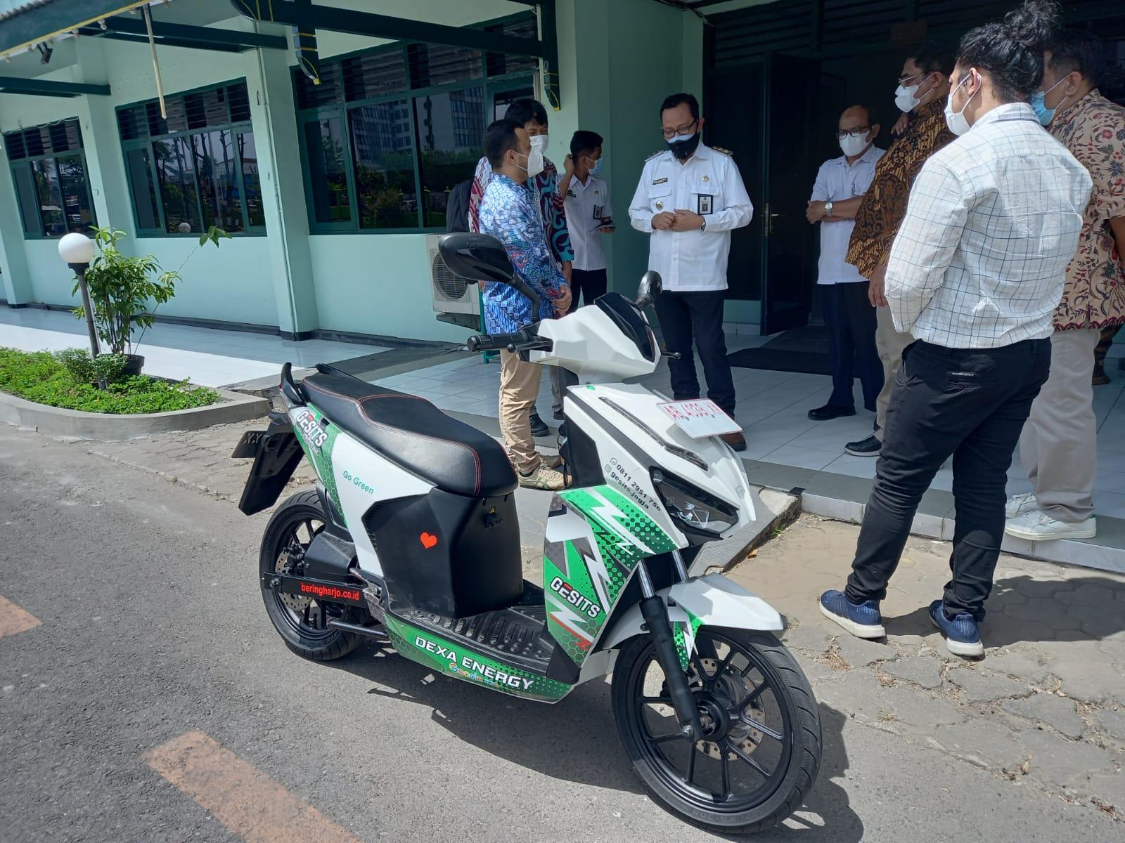 Jajal Motor Listrik 'Gesit', Wawali Harapkan Dapat Mengurangi Polusi Udara