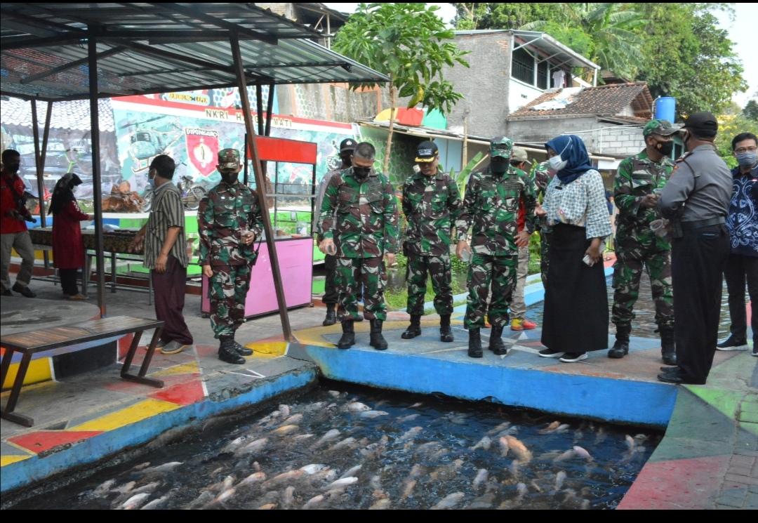 Tim Penilai Lomba Binter Pusterad Tinjau Kampung Ponggalan